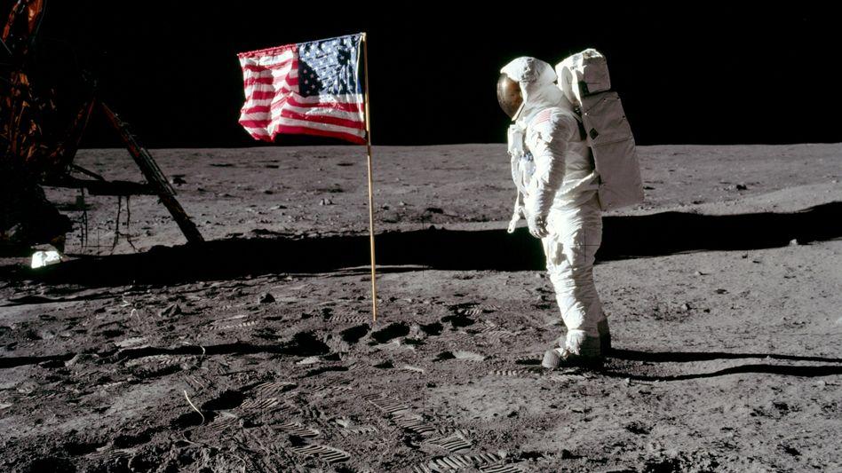 Astronaut Buzz Aldrin, auf dem Mond (am 20. Juli 1969). Die USA planen für 2021 wieder eine Mondlandung - mit Raketen von Boeing und Lockheed Martin. Elon Musks SpaceX kam nicht zum Zug