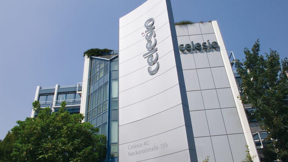 Celesio-Zentrale in Stuttgart: Haniel reduziert seinen Anteil auf 50,01 Prozent, die Aktie gibt nach