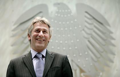 Müsste Genehmigung erteilen: Kartellamtschef Heitzer wäre in Fusionsentscheidung eingebunden