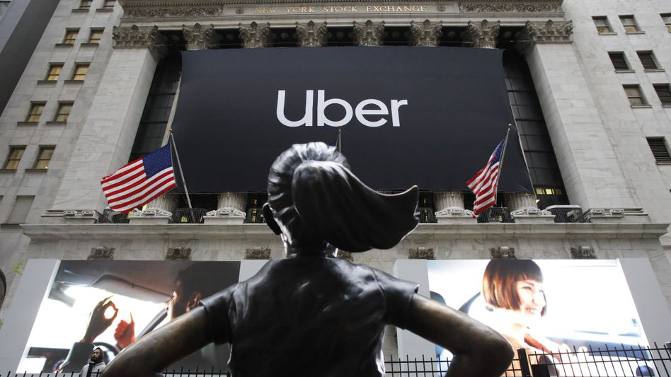 """""""Fearless Girl"""": Statue vor der New Yorker Börse beim Uber-IPO."""