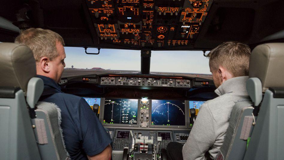 Boeing 737 Max im Flugsimulator: Am Montag soll der Unglücksflieger mit Testflügen zur Zertifizierung starten