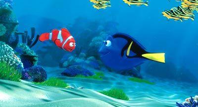 """Glückliches Treffen: Nemos Vater findet Hilfe in der Freundin Dory in """"Findet Nemo"""" (Pixar)"""