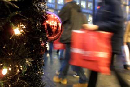 Volle Tüten: Zu Weihnachten gehören mehr als nur Einkäufe