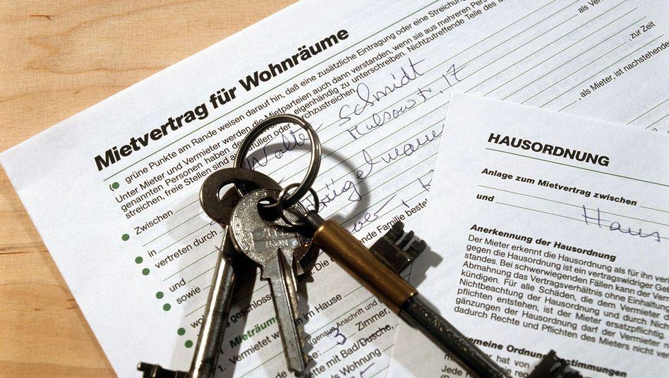 Vertrag für die Mietwohnung: Mieter sollten möglichst schon vor Abschluss des Mietvertrags die Größe der Wohnung nachmessen