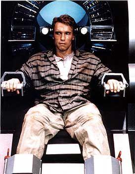 """Schwarzenegger-Film """"Total Recall"""" (1990): Im Wahlkampmpf müssen Fans auf Fernsehausstrahlungen aus Arnies Oeuvre verzichten. Die Sender fürchten, andere Kandidaten könnten ausgleichende Sendezeit fordern."""