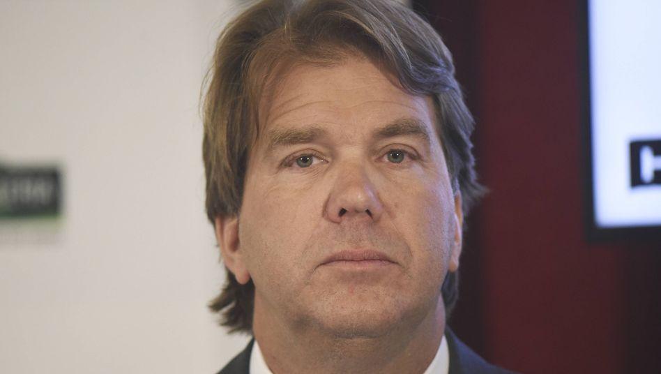 Don Watros, Chef der International-Sparte der Kaufhof-Mutter Hudson's Bay und Kaufhof-Aufsichtsratschef, gibt beide Posten auf.