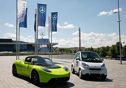 Strategische Partnerschaft: Daimlers City-Flitzer Smart (r.) und Langstreckler Tesla