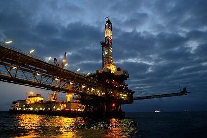 Teures Unternehmen: Bohrinseln verschlingen Milliardenbeträge - bei fallenden Ölpreisen unter Umständen ein gewagtes Unterfangen.