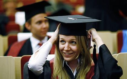 Verdiente Meriten: Studenten bereiten sich an der Bucerius Law School in Hamburg auf ihre Abschlussfeier vor