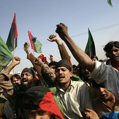 Proteste: Anhänger der getöteten pakistanischen Oppositionsführerin Bhutto gingen auf die Straße