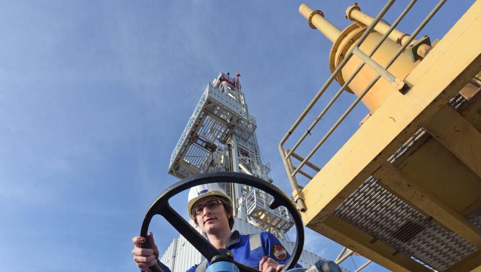 Bohrturm der BASF-Tochter Wintershall: Das Öl- und Gasgeschäft verhilft BASF zu einem leichten Gewinnanstieg