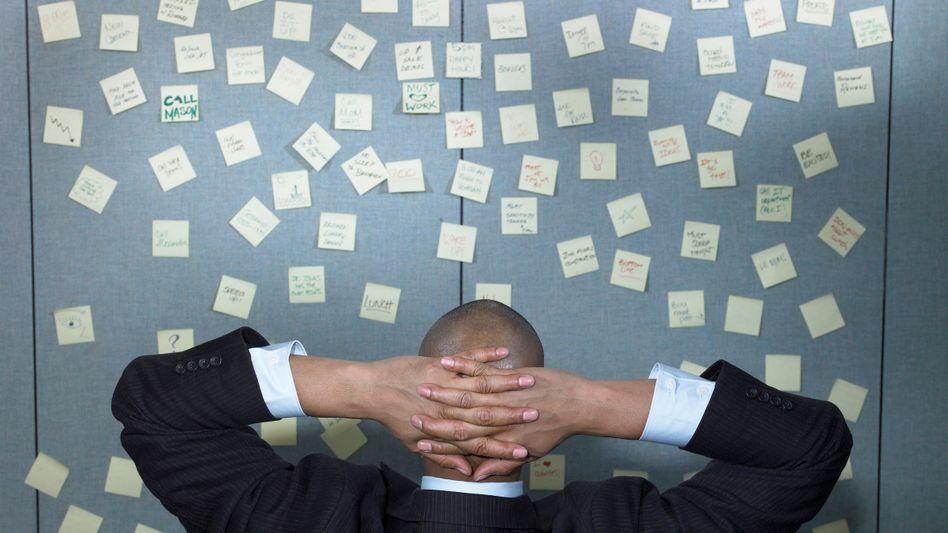 Mehrarbeit im Büro: 2010 wurden rund 1,25 Milliarden bezahlte Überstunden geleistet - unbezahlt blieben noch einmal genau so viel