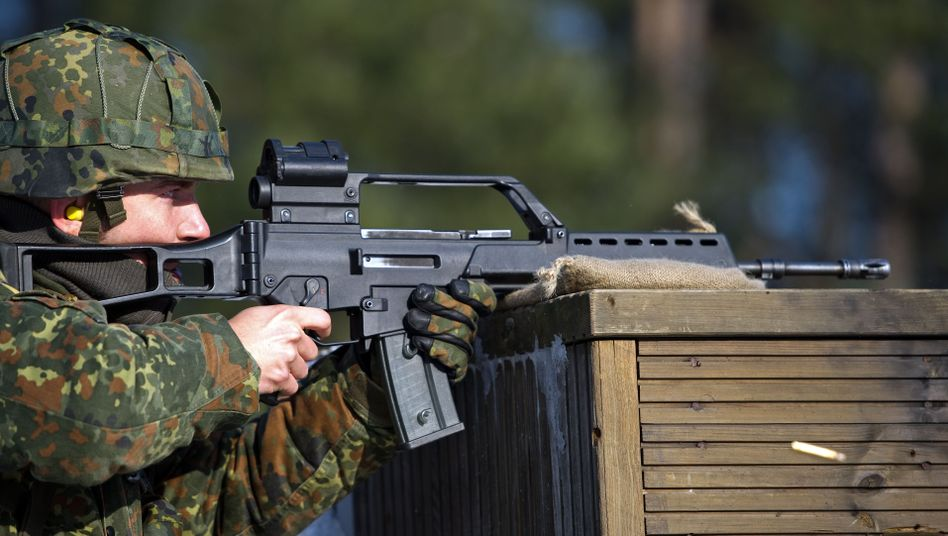 """G36-Sturmgewehr: Unionsabgeordnete fürchten eine """"fatale Abhängigkeit"""" von ausländischer Rüstungstechnologie"""