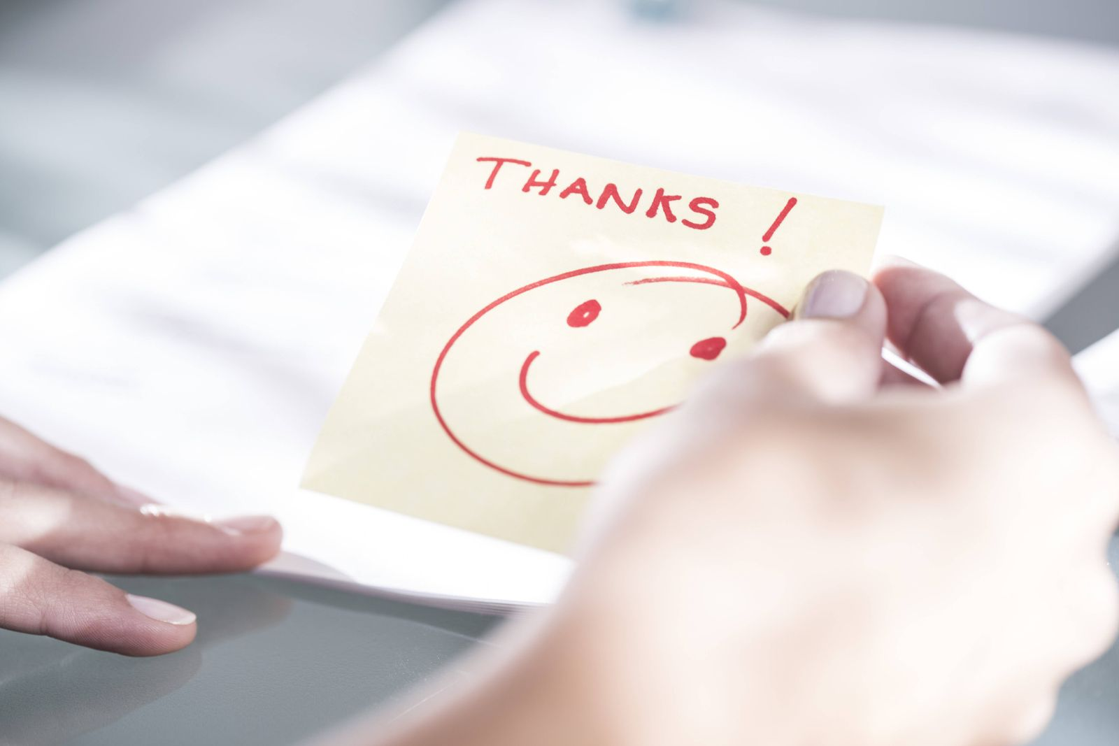 Thank you note with a smiley face model released Symbolfoto property released PUBLICATIONxINxGERxSUI