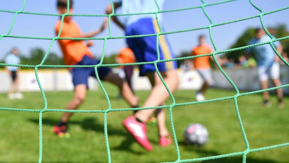 """Jugendfußball: Viele """"Post-Millenials"""" verbringen mehr Zeit vor dem Bildschirm als auf dem Rasen"""