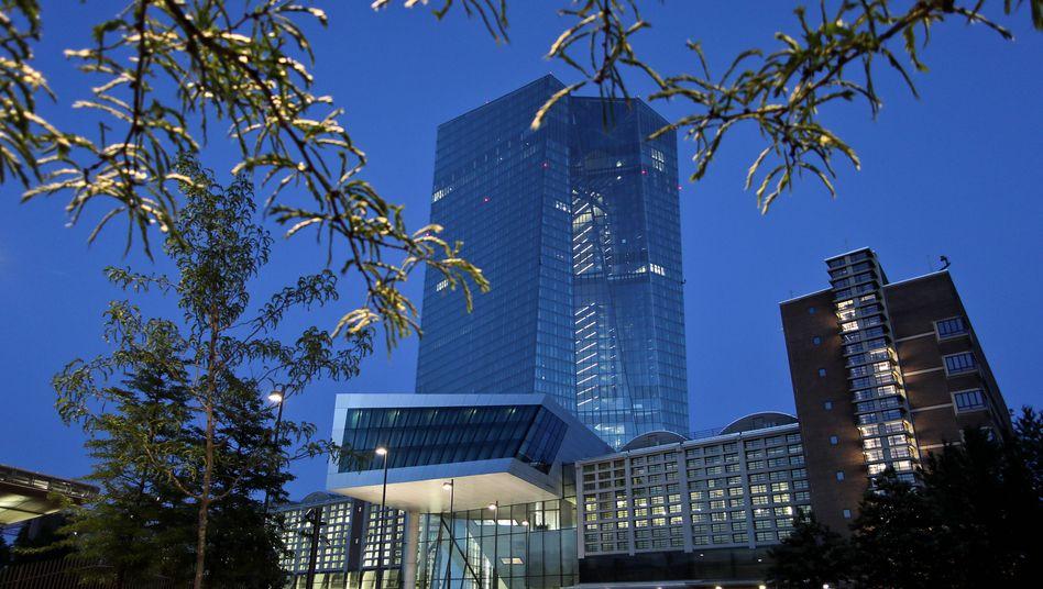 EZB-Gebäude in Frankfurt: Die Zentralbank warnt vor unerkannten Risiken in Banken