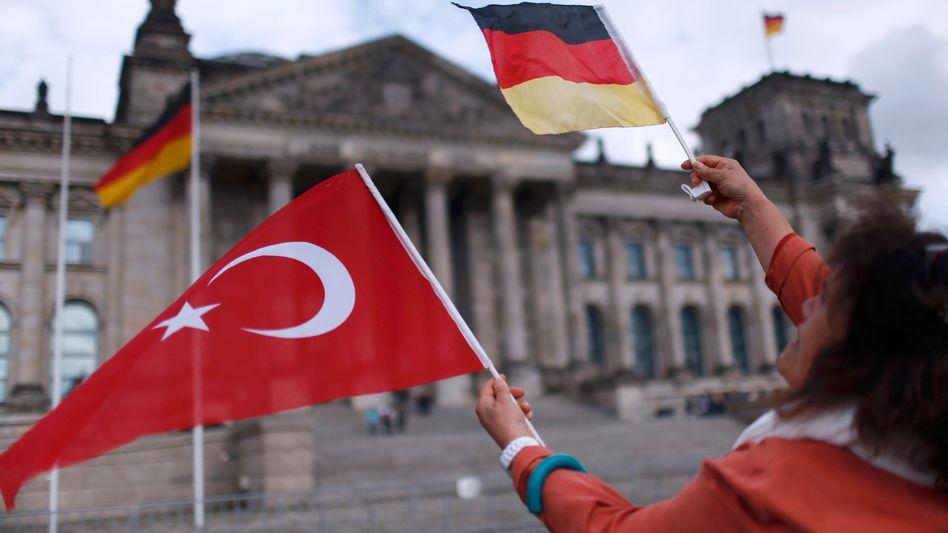 Kundgebung vor dem Reichstag: In der Resolution des Bundestages wird die Ermordung von bis zu 1,5 Millionen Armeniern als Völkermord bezeichnet. Sie dürfte das Verhältnis zwischen Deutschland und der Türkei weiter belasten