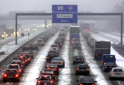 Technische Ausstattung französischer Lkw könnte beim Mautstart im Januar zu Problemen führen: Stau auf der A5 Darmstadt-Frankfurt
