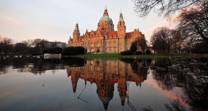 Hannover - so viel Grün wie in keiner anderen deutschen Großstadt (Foto: Rathaus mit Maschteich)