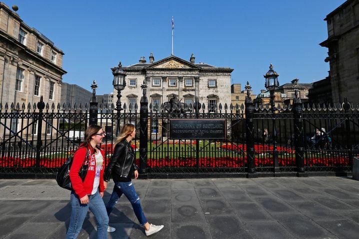 Passanten in Edinburgh: 15 Millionen Touristen