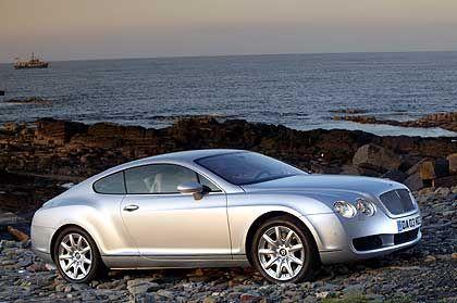 Sport: Der Bentley Continental GT wirkt gegen die Rolls-Royce-Limousinen knackig