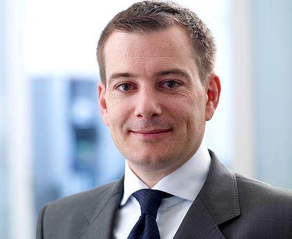 Christian Schwarz begann seine Karriere 1998 als Rechtsanwalt bei Linde. 2003 wechselte der 40-Jährige zur SGL Group und betreute dort die Bereiche Finanz- und Kapitalmarktrecht sowie M&A-Projekte. Gegenwärtig ist Schwarz als Mitglied der Geschäftsleitung der SGL Carbon Malaysia verantwortlich für die Bereiche Finanzen, Personal, Recht und IT.