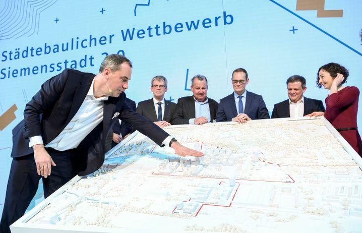 Siemens-Vorstand Cedrik Neike präsentiert den Entwurf für die Siemensstadt 2.0