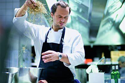 """Mario Lohninger: Der vielfach ausgezeichnete Spitzenkoch betreibt in Frankfurt am Main zwei Restaurants: das """"Micro"""" und das """"Silk"""""""