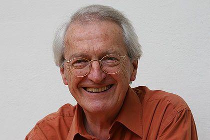 """Hans Jellouschek arbeitet seit 30 Jahren als Paartherapeut, Führungskräfte-Coach für Konzerne und erfolgreicher Autor. Die Empfehlungen sind seinem Buch """"Wie Liebe, Familie und Beruf zusammengehen. Partnerschaft heute"""" entnommen, das 2006 bei Herder erschienen ist."""