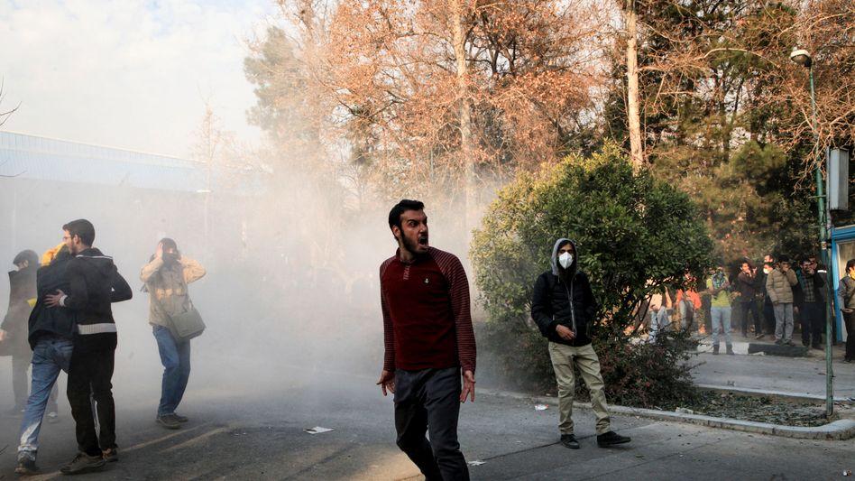 Wütende Proteste im Iran: Seit ein paar Tagen gehen die Menschen auf die Straße und demonstrieren gegen das Regime