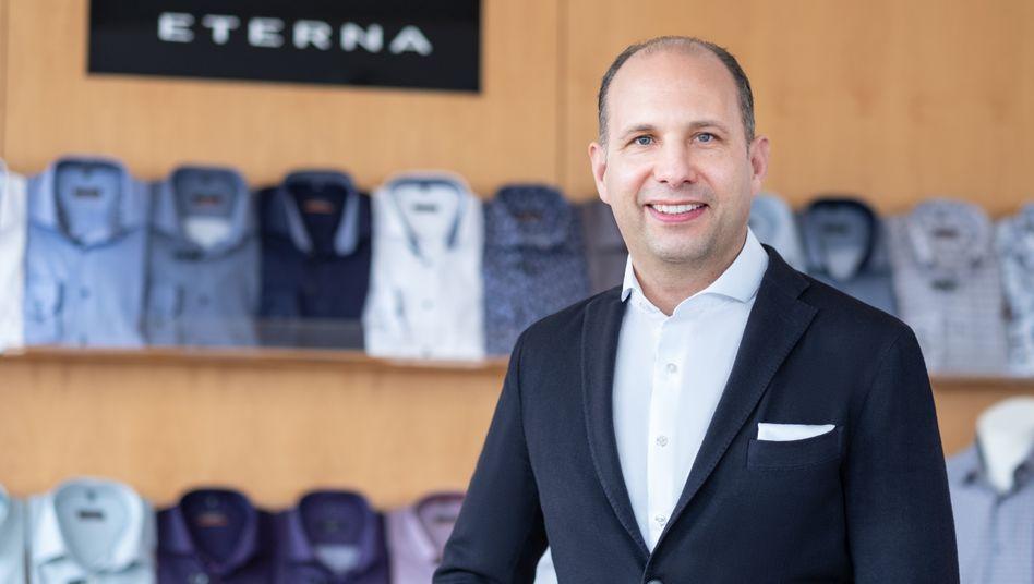 """""""Wir wollen niemanden entlassen"""" : Henning Gerbaulet. Vorstandschef des Hemdenproduzenten Eterna, lässt in der Slowakei jetzt Atemschutzmasken produzieren."""