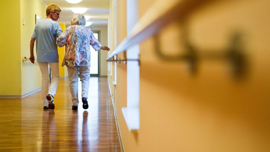 Pflegeheime kosten viel Geld, übersteigen oft die Rente