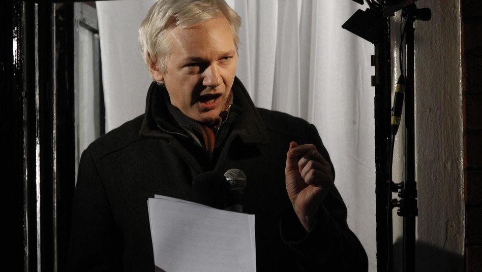 """Assange: Interessant zu sehen, welche Länder bereit seien, Snowden aufzunehmen - und welche """"Angst vor den USA"""" hätten"""