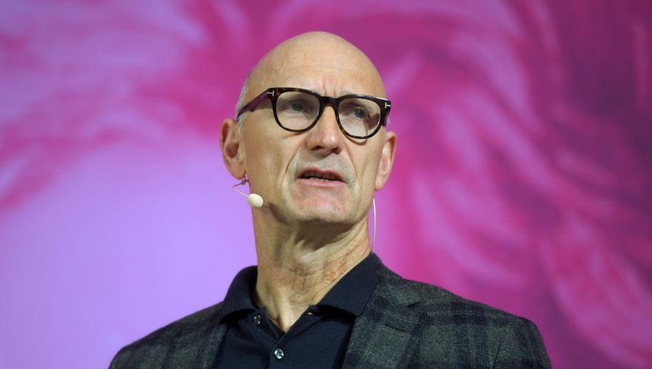 """Telekom-Chef Tim Höttges: """"Dafür entschuldige ich mich, wenn Kunden davon betroffen sein sollten"""""""