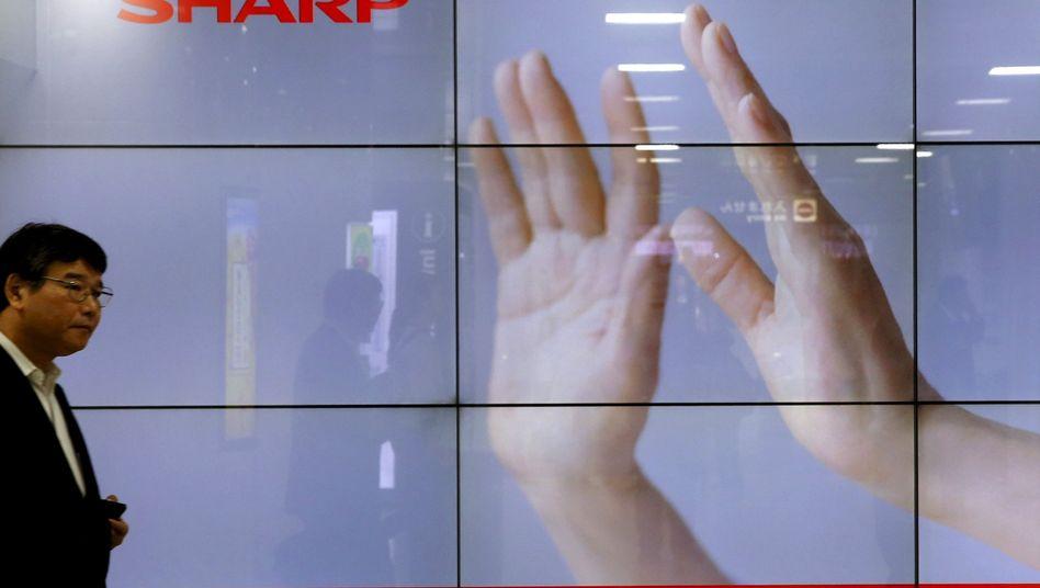Foxconn übernimmt: Sharp war ein Pionier bei flachen LCD-Bildschirmen, geriet jedoch durch koreanische und chinesische Konkurrenz bei Bildschirmen für TV und Smartphones unter Druck. Nun greifen die Chinesen zu