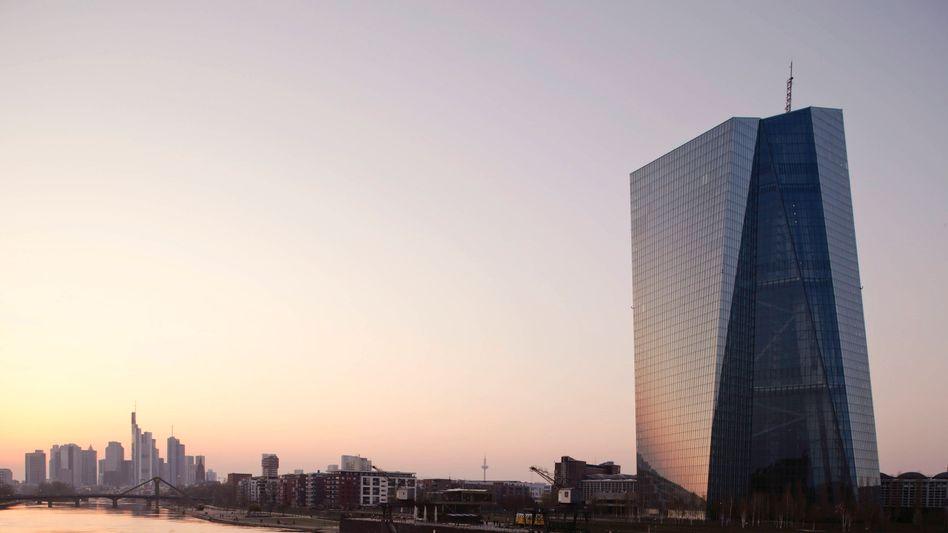 Gespannter Blick nach Frankfurt: Die EZB wird am Donnerstag über ihre aktuelle Strategie informieren