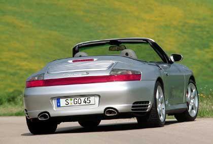Porsche Carrera 4S Cabrio: Der jüngste Spross der 911er-Familie debütiert in stürmischen Zeiten