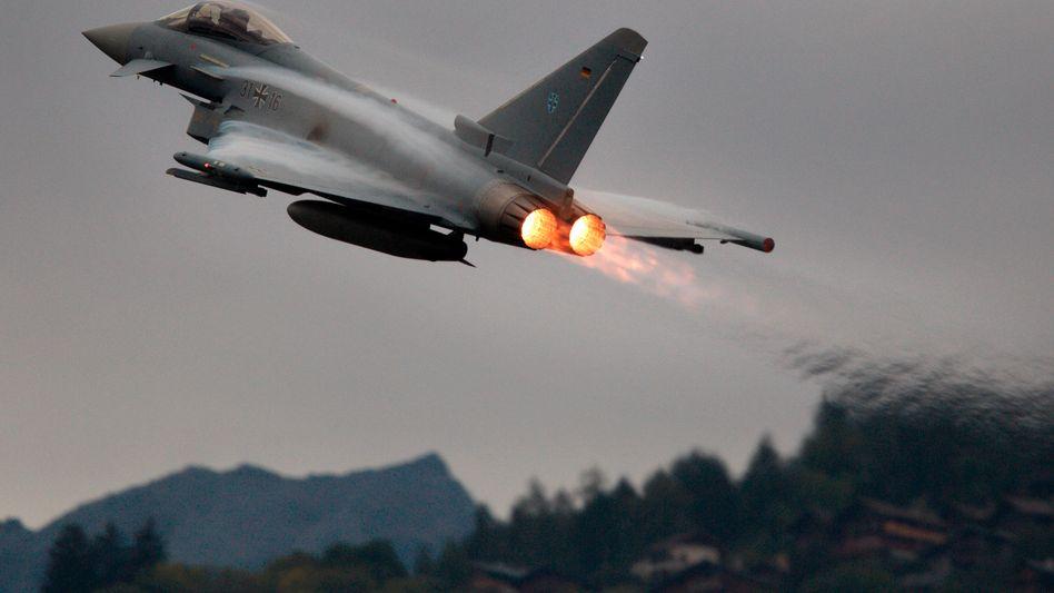 Eurofighter beim Start: Über die Rüstungssparte Cassadian ist EADS am Bau des Jets beteiligt