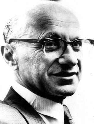 Milton Friedman wurde am am 31. Juli 1912 im New Yorker Stadtteil Brooklyn als Sohn jüdischer Einwanderer geboren. 1933 erwarb er an der Universität von Chicago seinen Master und trat dort nach der Promotion 1946 eine Professur an. 1976 wurde Friedman mit dem Wirtschaftsnobelpreis ausgezeichnet. Friedman starb am 16. November 2006 in San Francisco.