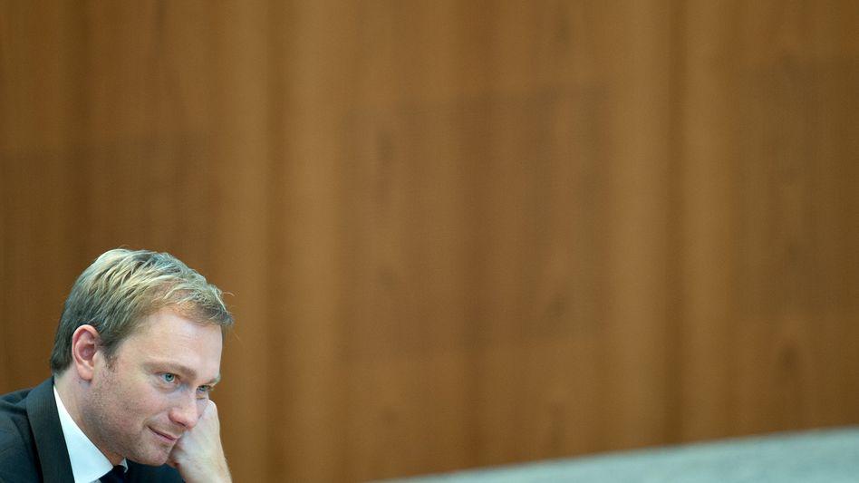 Ziemlich allein: Der FDP-Chef Christian Lindner, hier im Düsseldorfer Landtag, wirbt um Unterstützung der Wirtschaft.