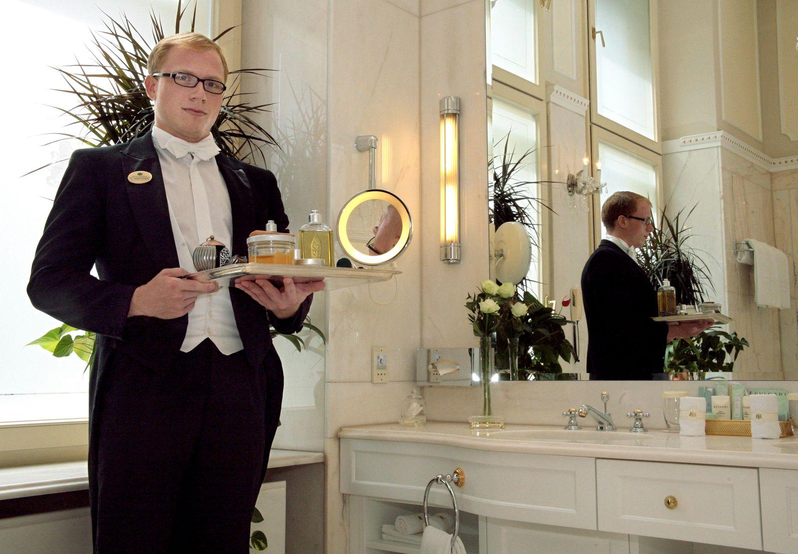 Wiener Hotel bildet Butler aus
