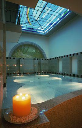 """Pool, ganz cool: In grauen Granit ist das Schwimmbecken des neuen """"Maison Messmer"""" gefasst"""