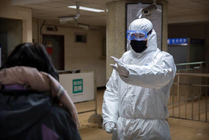 U-Bahn-Station in Peking: Im Kampf gegen das Corona Virus greift die chinesische Führung zu drastischen Maßnahmen