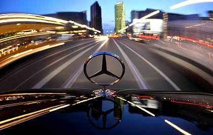 Rasant bergab: Noch verkauft Daimler von Monat zu Monat weniger Autos