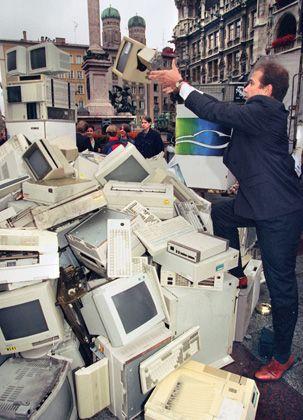 """Elektroschrott: """"Den Computer wird es in Zukunft nicht mehr als das Gerät geben, das wir heute kennen"""""""