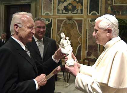 Stoiber bei Papst Benedikt XVI: Der CSU-Chef bat anschließend um Abbitte bei seiner Fraktion