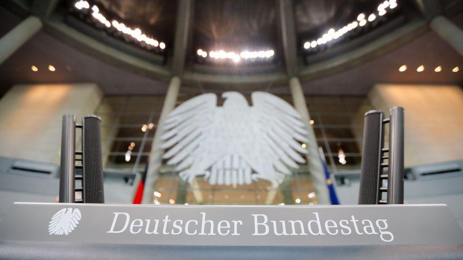Zunächst das Bundeskabinett und dann Bundestag und Bundesrat werden umfassende Hilfen für die Wirtschaft beschließen, die eine mögliche Verstaatlichung von Unternehmen einschließt. Das wird unsere Wirtschaftsordnung verändern.