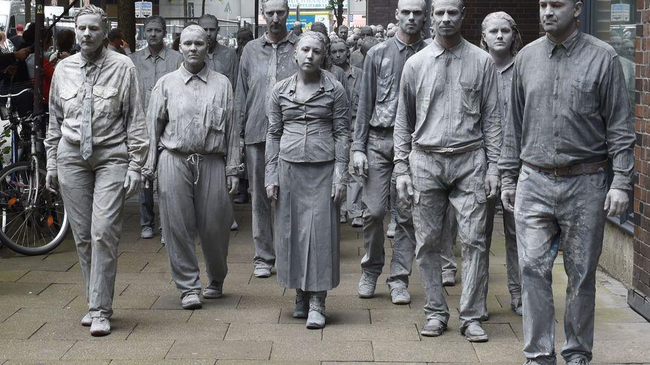 """Mehr tot als lebendig: In Sachsen-Anhalt und Sachsen gelten fast 12 Prozent aller Betriebe als gefährdet. Viele dieser """"Firmen-Zombies"""" könnten im kommenden Jahr in die Insolvenz rutschen, sagen Experten voraus"""