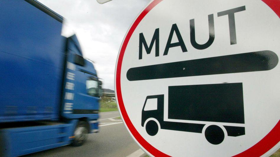 Maut-Schild auf einer Autobahn: Der Bund weist den Vorwurf zurück, Toll Collect strittige Ausgaben bezahlt zu haben