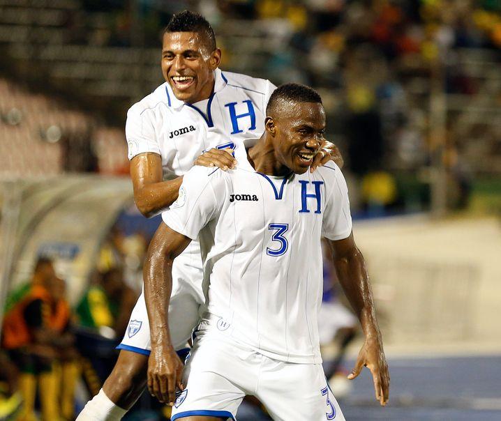 Klassischer Chic: Honduras' Spieler in Qualifikationsspiel gegen Jamaika